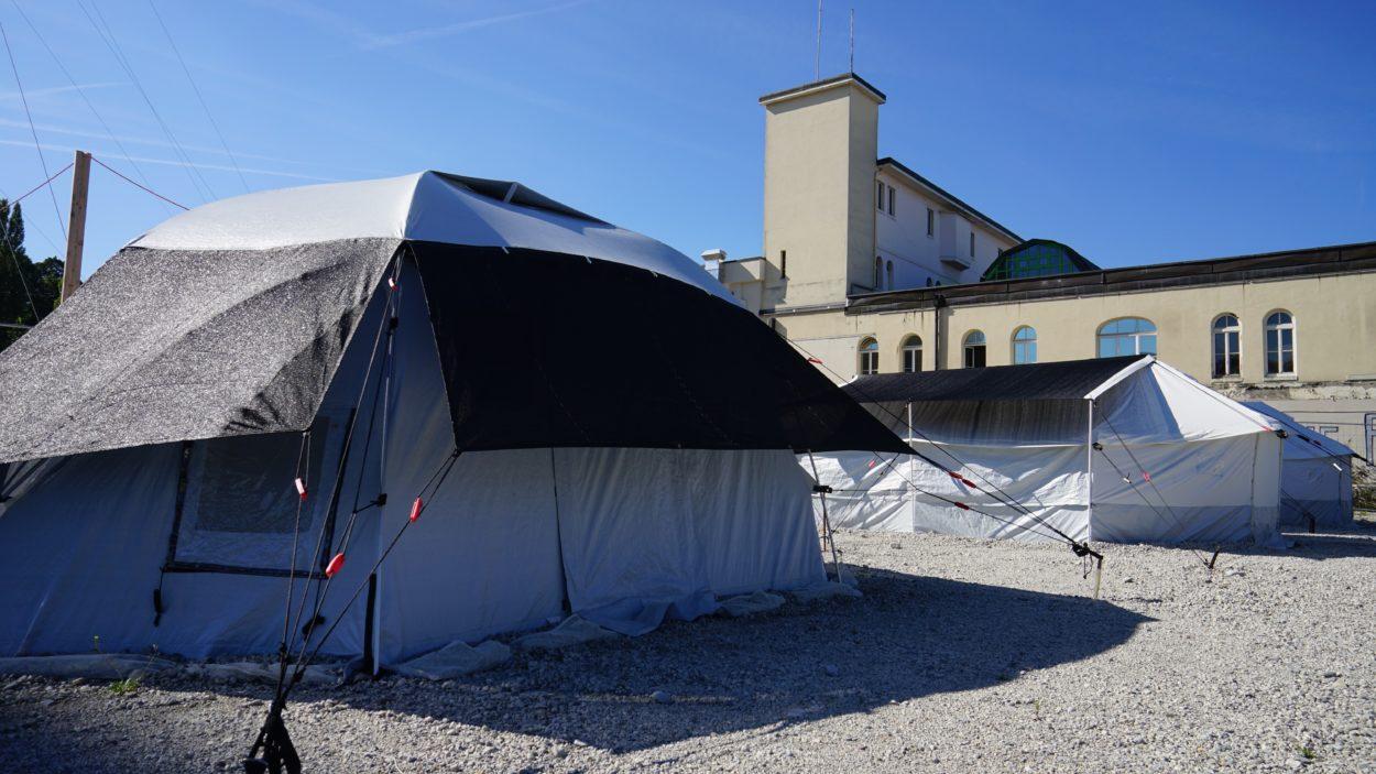 Humanitarian_tents_c_Andre_Ullal